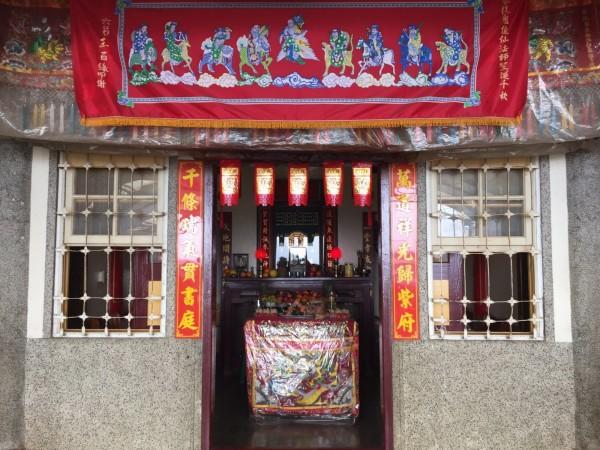 王峻潭服務處強調,陳前總統是前去參拜自家供奉的神明,並非刻意的集會。(記者吳俊鋒翻攝)