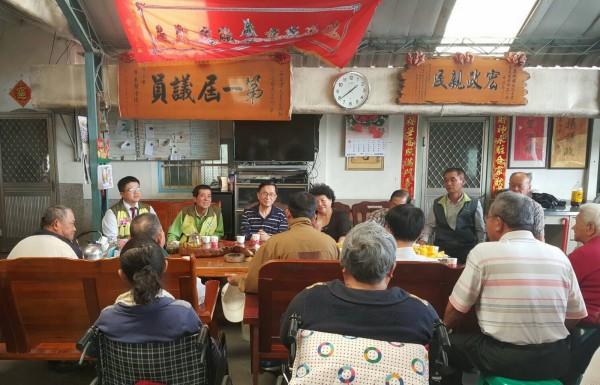 前總統陳水扁出現在玉井,被爆料藉保外就醫跑攤。(記者吳俊鋒翻攝)
