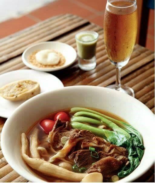 用新竹縣在地食材做的「大山北月」彎月豚麵套餐。(圖由「大山北月」團隊提供)
