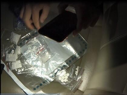 警方21日宣告偵破,起獲大批毒品咖啡包與K他命。(記者王駿杰翻攝)