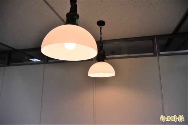 台北市環保局今年引進能源技術服務業(ESCO)模式,補助社區加速汰換節能照明設備。(記者張議晨攝)