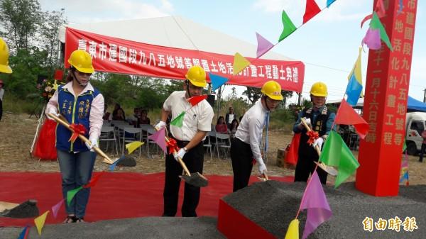 知本棒壘場興建工程去年11月中旬動土,不料成為泡影。(記者黃明堂攝)