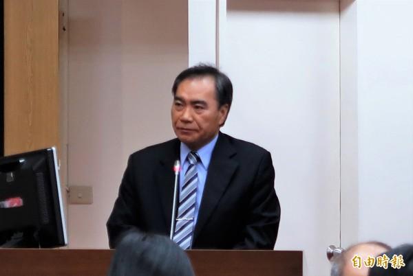 台酒公司董事長吳容輝表示,若菸稅調漲20元,預估台酒稅前淨利減少27億元。(記者王孟倫攝)