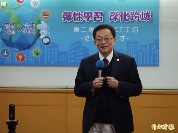 交通大學校長張懋中認為,要讓學生有興趣學習,因此鼓勵校內科系打破本位,推出跨域學程,讓學生培育第二專長。(記者吳柏軒攝)
