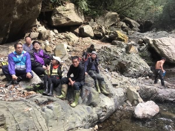 登山迷路的3人已平安下山。(圖由警方提供)