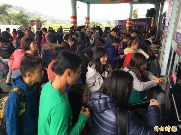 劍湖山兒童節: 快樂兒童節! 雲林遊樂區一早湧現人潮