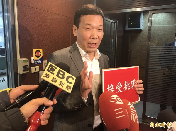鍾小平指出,他很有企圖參選台北市長,要先以登高、騎車方式,在體能上擊敗柯文哲,接著再斷絕柯文哲連任之路。(記者何世昌攝)