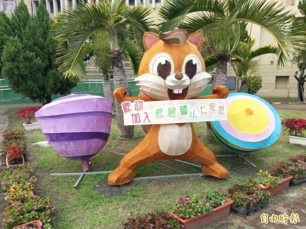 虎尾國小的可愛松鼠迎賓區,大受歡迎。(記者廖淑玲攝)