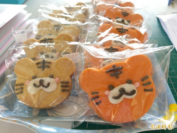 虎尾國小贈送新生專屬的老虎手工餅乾。(記者廖淑玲攝)