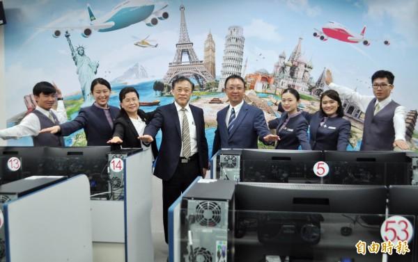 航空產業產值高,萬能科大與華航、長榮合作共創三贏。(記者李容萍攝)