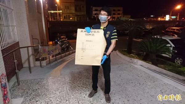 警方查到作案的簡單手鋸,帶回麻豆分局,隨即送往台南市警局鑑識中心採證。(記者楊金城攝)