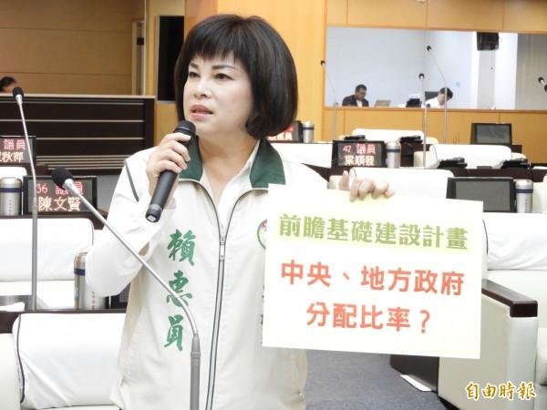 南市議員賴惠員關心南市前瞻基礎建設提出質詢。(記者洪瑞琴攝)