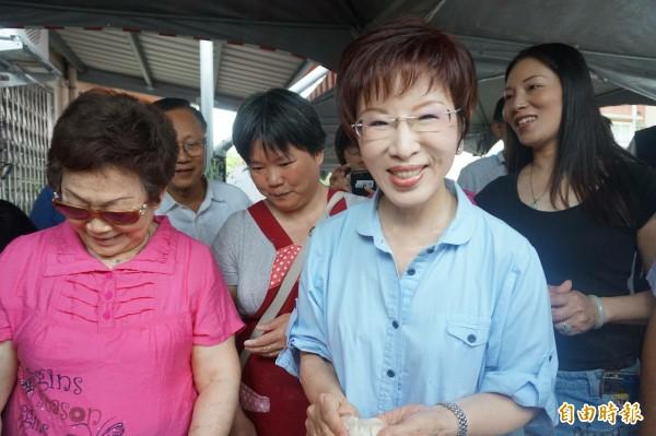 國民黨主席洪秀柱今日來到宜蘭市,於眷村舉行「行動柱福」活動。(記者林敬倫攝)