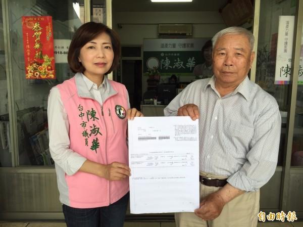 中市議員陳淑華指取消健保補助,已增加很多年輕人的負擔,很多長者抱怨不已(記者蘇金鳳攝)