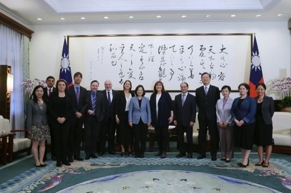 總統蔡英文今日接見歐洲議會跨黨團議員團。(總統府提供)
