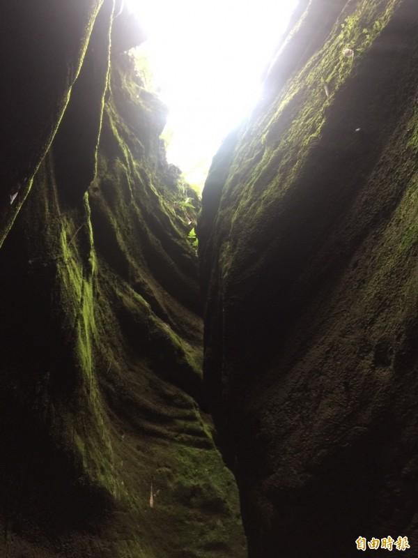 彰化市桃源里「一線天」美景,保持原始峽谷景觀,讓人有如置身美國大峽谷。(記者湯世名攝)