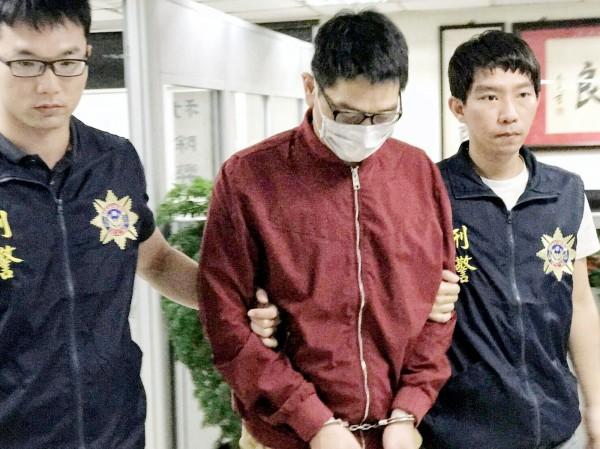 航警局查獲以茶葉名義走私毒品一粒眠出口案,並循線逮捕寄貨的42歲詹姓嫌犯到案。(記者朱沛雄翻攝)