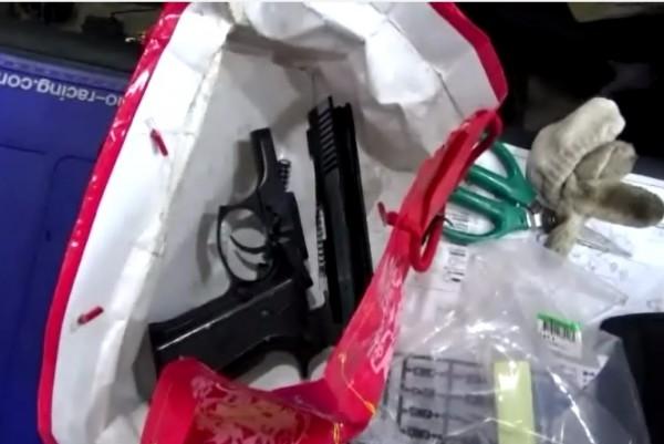 警方於現場查獲的改造手槍半成品。(記者張瑞楨翻攝)