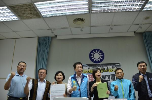 立法院國民黨團今召開記者會批評,前瞻基礎建設計畫是「錢瞻賤設」。(立法院國民黨團提供)