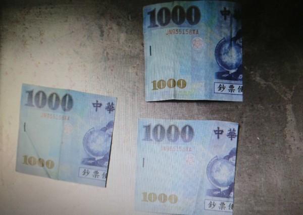 吳男為了吸毒,竟肖想用3000元玩具假鈔詐騙1萬3500元的刮刮樂。(記者彭健禮翻攝)
