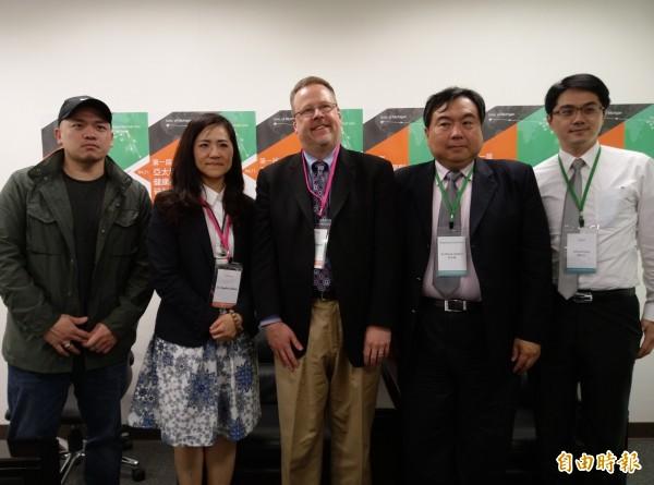 台北醫學大學和美國密西根大學合作,推動「學習型健康照護系統」,可協助記錄和事先評估處理模式,讓醫師精準開處方、降低藥物不良反應。(記者吳亮儀攝)