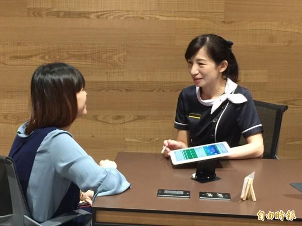 國壽在台北東區打造全台首間概念店,提供保險諮詢。(記者廖千瑩攝)