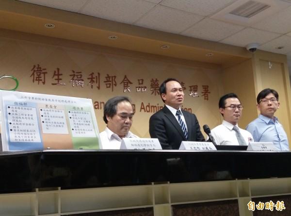 食藥署緊急召開記者會,宣布在苗栗縣檢出蛋雞場雞蛋含戴奧辛,(記者吳亮儀攝)
