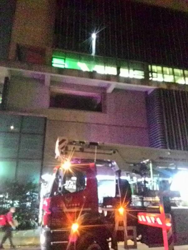 警消出動雲梯車前往救援。(來源消防)
