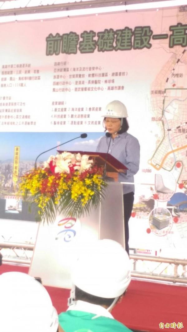 總統蔡英文於高雄港旅運中心工區致詞。(記者黃旭磊攝)