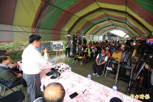 市長林佳龍到新社視察簡易自來水,直言民生用水是現代市民的基本人權。(記者李忠憲攝)