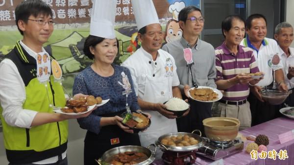 刈稻飯慶豐收,屏東彩稻音樂饗宴開放認桌。(記者羅欣貞攝)