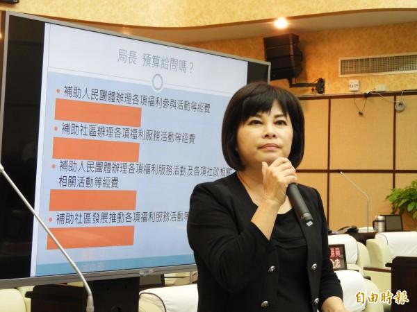 台南市議員賴惠員為老人共餐社區補助請命。(記者洪瑞琴攝)