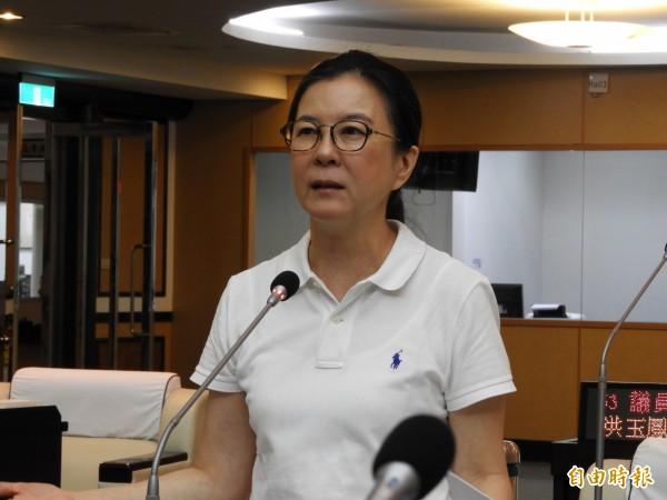 市議員邱莉莉建議社會局提出台南版的「前瞻長照」政策,才能讓長照2.0效益更彰顯。(記者洪瑞琴攝)