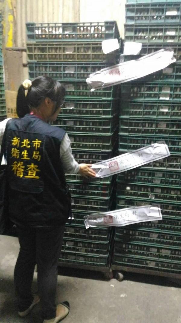新北市衛生局稽查疑似戴奧新蛋品,共封存756公斤疑似汙染雞蛋。(新北市衛生局提供)