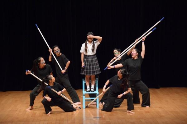 教育部主辦之「全國學生創意戲劇競賽」在雲林縣登場,基隆培德工家的「視界」戲劇演出生動,獲得特優。(圖為培德工家提供)