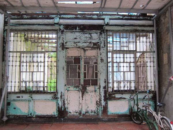 蘭室未整修前,門面斑駁老舊。(都發局提供)