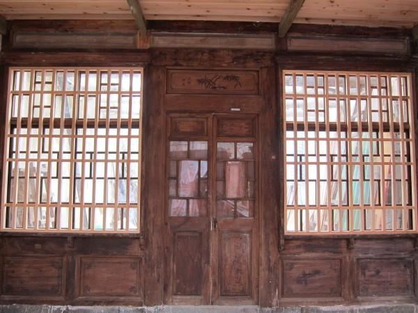 蘭室經整修後,門面顯得古意盎然。(都發局提供)