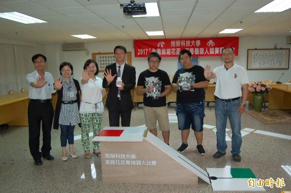 配合南榮科大50週年校慶,全國紫錐花盃反毒機器人競賽將於20日登場。(記者王涵平攝)