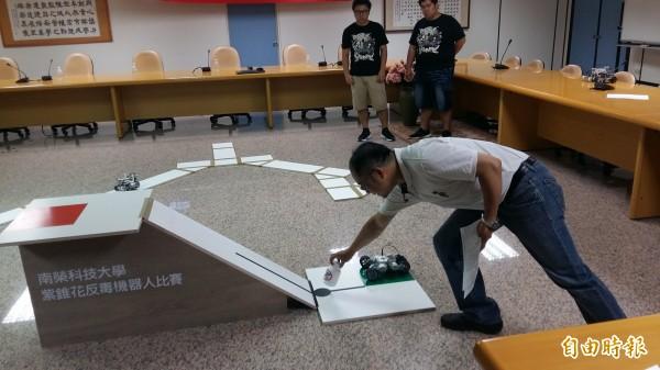 20日登場的全國紫錐花盃反毒機器人競賽,呼籲青年學子遠離毒品,參與正當休閒活動。(記者王涵平攝)