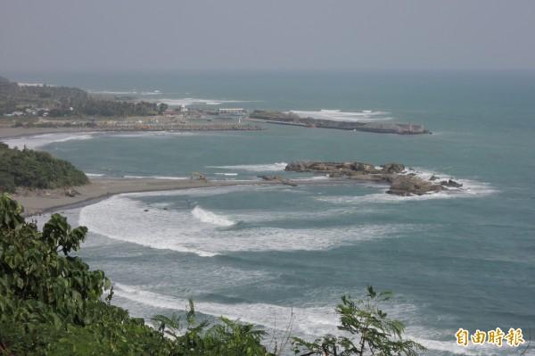 台東縣金樽漁港是衝浪活動重要據點,已連續6年舉辦國際衝浪賽事。(記者張存薇攝)