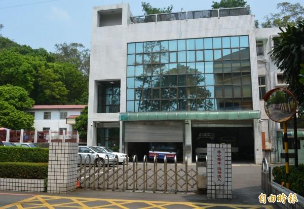 立法院中部辦公室資訊室分析師田志文,因不願配合立法院採購案,遭「冷凍」在只有 1人的立法院中部辦公室資訊室。(記者陳建志攝)