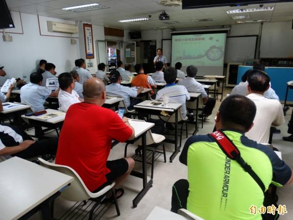 職業訓練短期課程中の学割について。 -今年退職し …