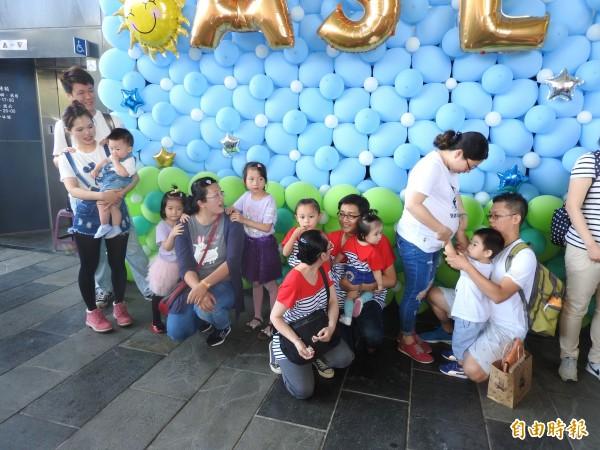 「寶寶音樂會」,鼓勵民眾穿著親子裝參與音樂會。(記者方志賢攝)