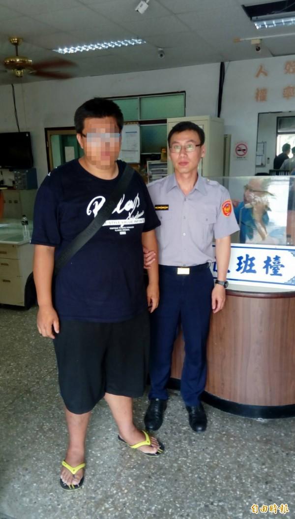 通緝犯到警局借錢被逮。(記者蔡宗憲攝)