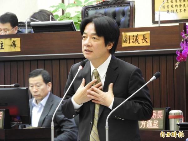 市長賴清德強調房屋稅依法有據,他身為市長概括承受。(記者洪瑞琴攝)