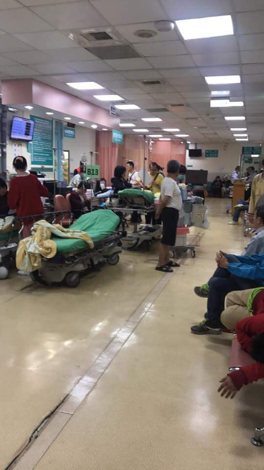 新竹市有一名學童因誤食同學給的硼砂粉,身體不適,被家人緊急送醫,幸暫無大礙。(照片取自臉書「新竹爆料公社」)