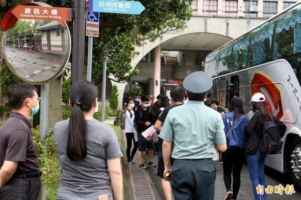 宜蘭高商爆發A型流感疫情,教育部發文要求其中2個班級學生今天起停課5天,避免疫情擴散。(記者林敬倫攝)