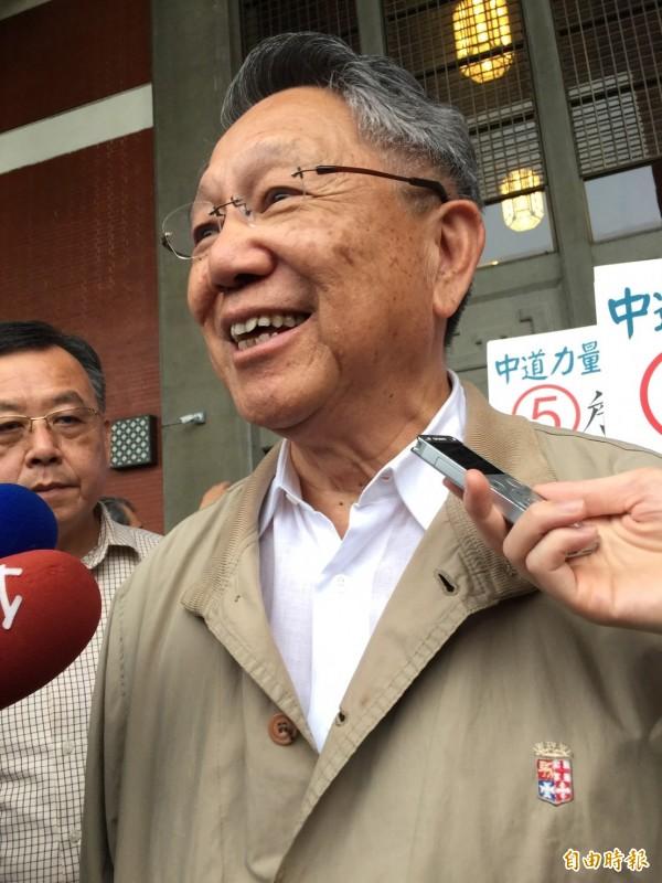 詹啟賢表示,明天是國民黨主席選舉的日子希望他(孫中山)在天之靈,指引所有黨員,做一個最好的選擇。(記者沈佩瑤攝)