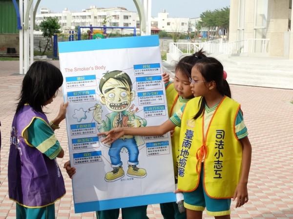 青草國小郭玟伶(右1)。(台南市教育局提供)