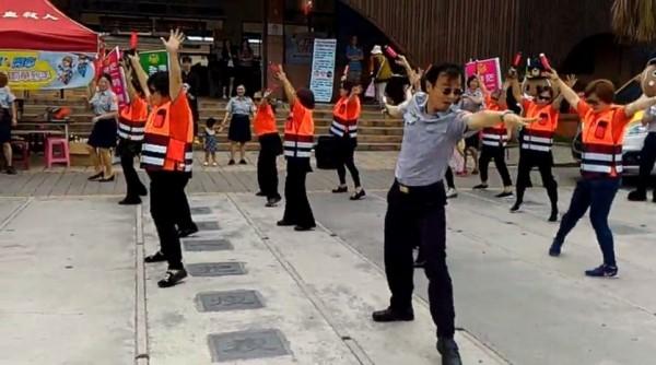 蔡耀順被封為「全台最會跳分舞局長」。(記者陳彥廷攝)
